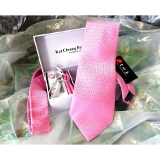 Краватка з геометричним малюнком в наборі та подарунковій упаковці, рожевого кольору