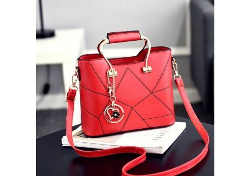 Женская сумочка с подвеской