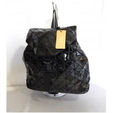 Жіночий стильний рюкзак зтрикутників
