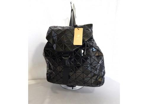 Женский стильный рюкзак из треугольников